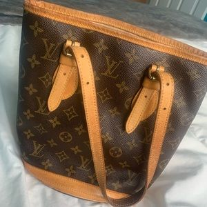 Authentic Louis Vuitton Purse & Accessory Pouch!